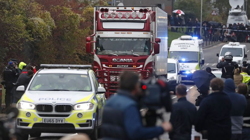 británia anglicko kamión telá migranti Grays...