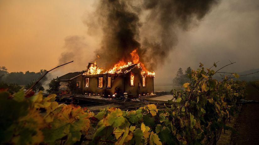kalifornia požiar Sonoma dom plameň