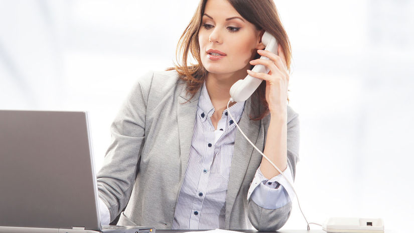 žena, práca, notebook, telefón