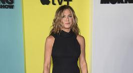 Herečka Jennifer Aniston prišla na premiéru v šatách James Galanos.