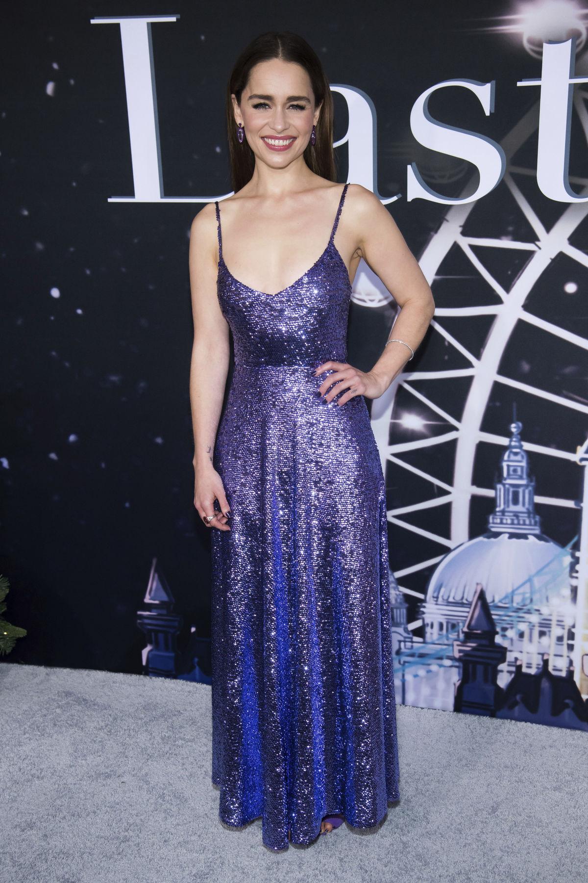 Herečka Emilia Clarke v kreácii Valentino Haute...