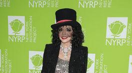 Herečka Joan Collins sa tiež objavila na výročnej Hulaween party v New Yorku, ktorú organizovala Bette Midler.