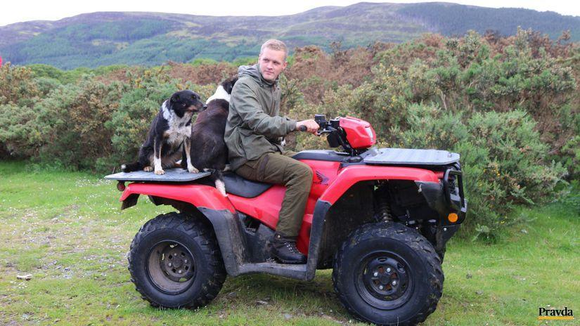 Farquhar Renwick, škótsky farmár, štvorkolka,...