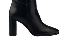 Vysoké kožené čižmy v čiernej farbe Marc Cain. Predáva Designer Outlet Parndorf.