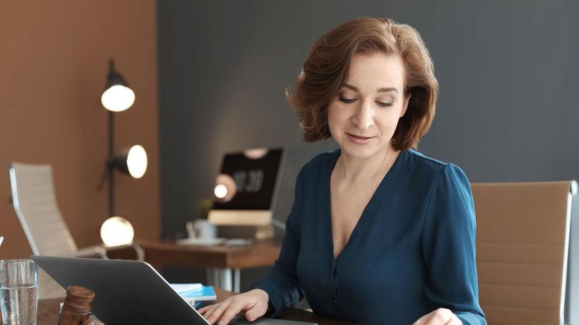žena, práca, notebook