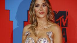 Domáca speváčka J Mena stavila na pomerne odvážny outfit.