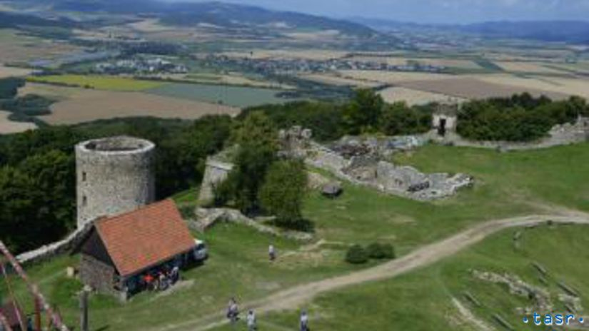 hrad Saris