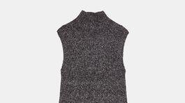 Pletené šaty s rolákovým golierikom. Predáva Zara za 29,95 eura.