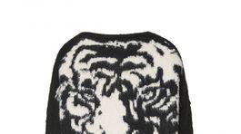 Predĺžený sveter so vzorom. Dá sa nosiť aj ako šaty. Predáva Liu Jo, info o cene v predaji.