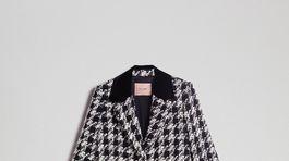 Károvaný kabát-sako z dielne Twinset. Predáva sa za 402 eur.