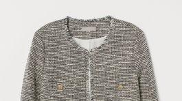 Kratšie štruktúrované sako H&M. Predáva sa za 44,99 eura.