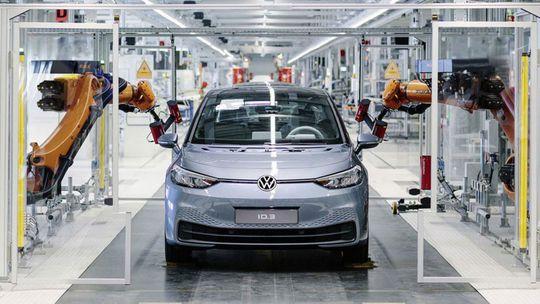 VW ID.3: V Zwickau spustili výrobu 'chrobáka' budúcnosti. Od zákazníkov ho však delí osem mesiacov