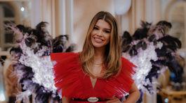 Karolína Chomisteková v červených tylových šatách z limitovanej kolekcie.