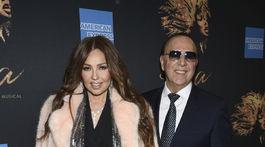 Speváčka Thalia a jej manžel Tommy Mottola na premiére muzikálu Tina: The Tina Turner Musical.