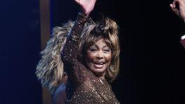 Speváčka Tina Turner sa lúči s publikom na premiére muzikálu Tina: The Tina Turner Musical.