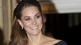 Vojvodkyňa Kate z Cambridge prichádza do Royal Albert Hall v Kensingtone pri príležitosti spomienky Rememberance Day, ktorým sa vo Veľkej Británii pripomína koniec 1. svetovej vojny.