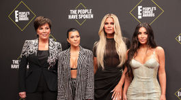 Zľava: Televízna rodinka v zložení Kris Jenner, Kourtney Kardashian, Khloe Kardashian a Kim Kardashian.