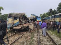 Bangladéš vlaky zrážka