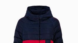 Elegantná prešívaná páperová bunda predĺžená. Predáva Elisabetta Franchi za 530 eur.