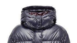 Krátka páperová bunda Hugo Boss. Predáva sa za 499 eur.