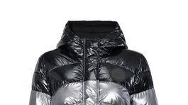 Páperová bunda Pinko. Predáva sa za 295 eur.