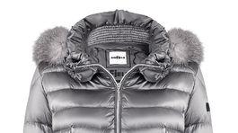 Páperová prešívaná bunda Airfeld s kapucňou a kožušinovým lemom