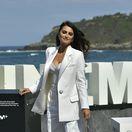 herecka-penelope-cruz-v-klasickom-damskom-nohavicovom-kostyme-bielej-farby-nestandard1