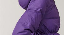 Vatovaná bunda COS. Predáva sa za 195 eur.