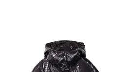 Vatovaná bunda s lesklou úpravou povrchu. Predáva Desigual za 199,95 eura.