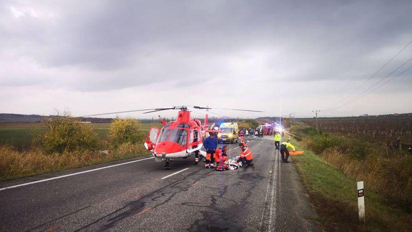 autobus, sanitka, cesta, nehoda, vrtuľník