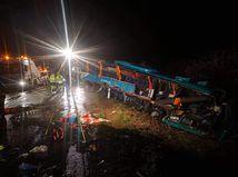 Nehoda autobusu pri Nitre si vyžiadala 12 obetí, z toho štyri deti