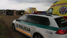 nehoda kamión nákladné auto hrnčiarovce polícia záchranári hasiči