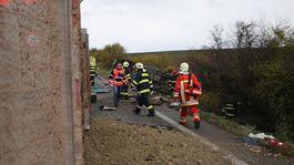 nehoda nákladné auto hasiči záchranári