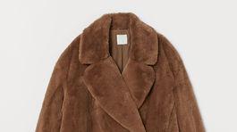 Bunda z umelej kožušiny H&M. Predáva sa za 49,99 eura.