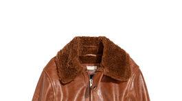 KOžená bunda z pravej kože a lemom z umelej kožušiny H&M. Predáva sa za 299 eur.