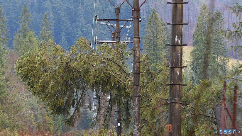 SR Ždiar počasie víchrica škody strom elektrina...