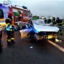 Pri dopravnej nehode na R1 sa zrazilo nákladné auto s dvoma osobnými autami