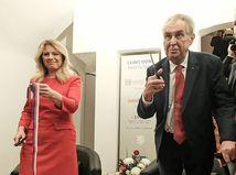 Politici na oslavách. Čaputová a Zeman otvorili Český dom