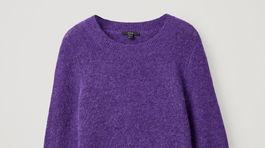 Dámsky vlnený sveter z vlny alpaky. Predáva COS za 79 eur.
