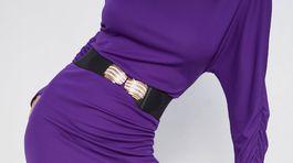 Úpletové šaty Zara vo výraznej fialovej farbe. Predávajú sa za 22,95 eura.
