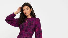 Vzorované šaty Closet London. Predávajú sa za 114 eur.