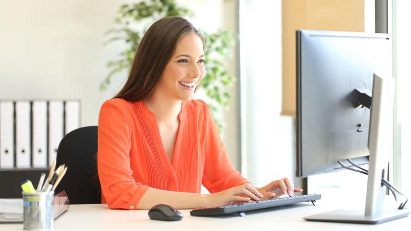 žena, počítač, práca z domu