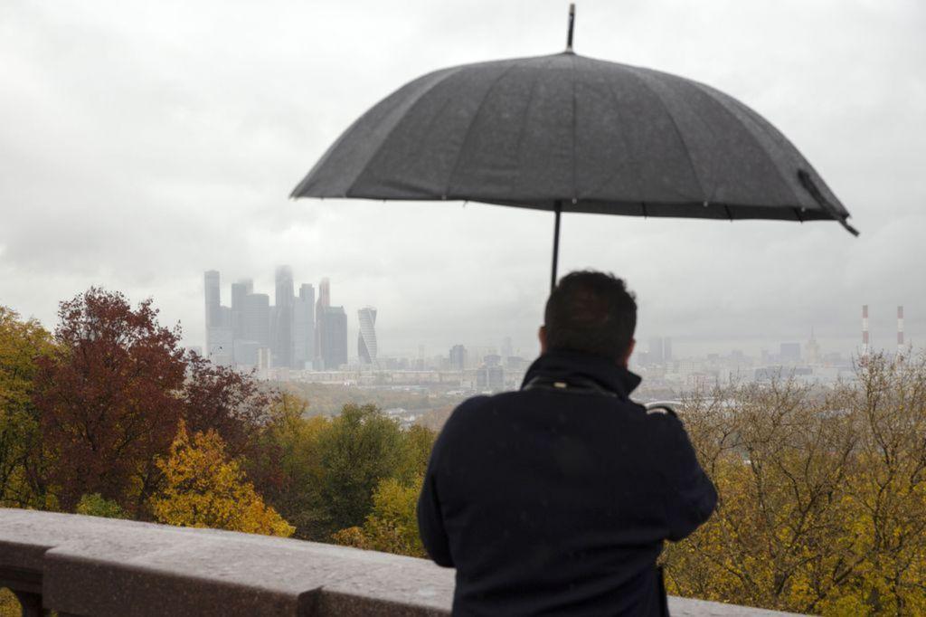 Rusko, dáždnik, dážď, mrakodrapy, domy, budovy, Moskva