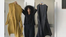 Dizajnérka Marina Žiaková so svojimi kreáciami.