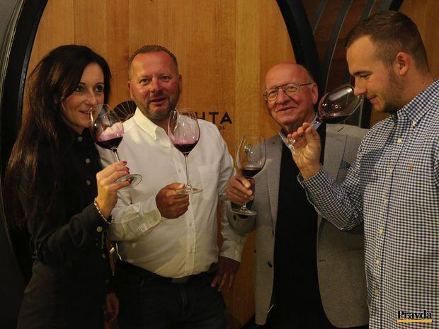 Nichtovci, vinári z Tekova, zabudnutého vinárskeho údolia