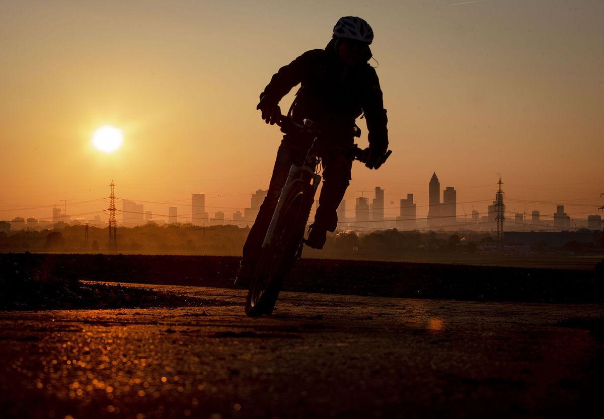 cyklista, bicykel, prilba,