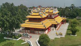 Záber na čínsky palác v komplexe Bang Pa-In.