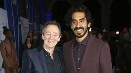 Herec Dev Patel (vpravo) a Paul Whitehouse.