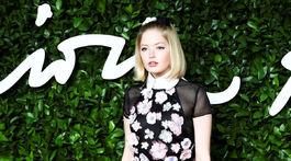 Herečka Ellie Bamber v kreácii Chanel.