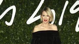 Herečka Naomi Watts prišla v zamatovej róbe.
